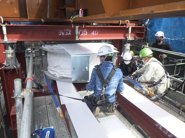G県庁免震装置引出し据付工事